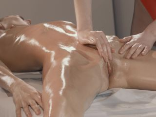 {rossy Bush Massages And Licks Mia Reese Before Strapless Dildo