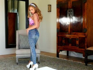 Sydney cole gets chills when shebs her clit