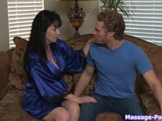 Rayveness 6 - Massage