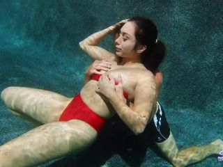 Sexunderwater.com- Eating Lily - Lily Hall