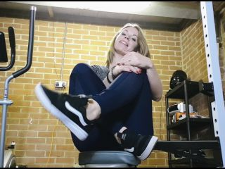 Queengf90 - sweaty feet joi in the gym