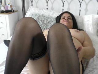 British curvy BBW fingering herself