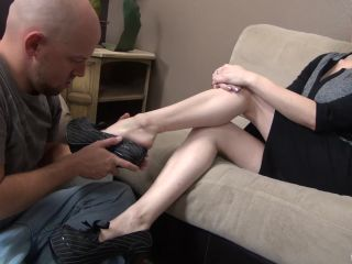 Mistress Shauna is tired and summons her boy to give her a foot massag ...