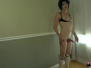 Online shemale video Janie Blade Strokes And Cums