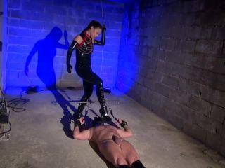 Nipple Torture – Kinky Mistresses – Hang Up And Tortured – Mistress Kawa