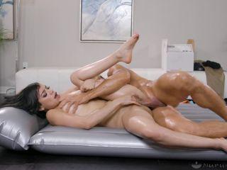 Nuru Massage – Savannah Sixx