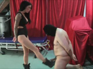 7168 Ballbusting - BAD BITCH