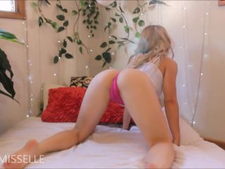 Fisting and booty shaking – LittleMissElle
