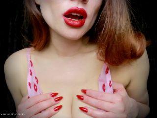 Serve red lips - Miss Eva Noir