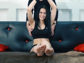 Dirty feet – Russian Fetish – Fitness girl's feet – First time tickle torture