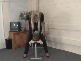 Facesitting Bitches - Nikki Whiplash - Facial Workout II - feminine hands on bdsm porn
