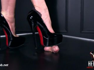 Heel Slut presents Patent Platform Pumps