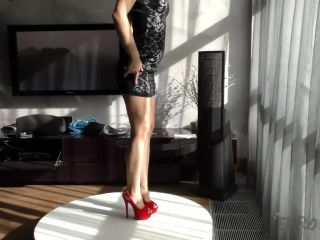 Sexy sola vi strip tease dildo show in my living room!