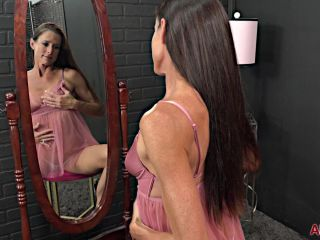 Sofie Marie - Mature Pleasure