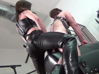 Deep fucked ass by a Goddess Janira Wolfe