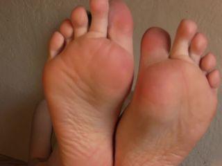femdom insider Princess Violette – Foot Bitch – Humiliation – Verbal Humiliation, POV, violette on feet