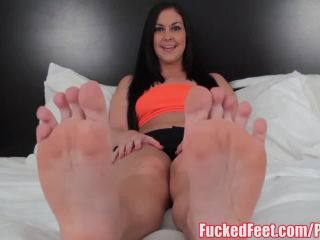 Brittany shae gives soft feet footjob for
