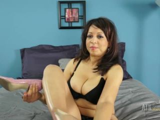 Lala Bond fills her shaved pussy with a toy.