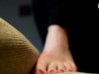 Giantess Amateur Feet Stomping