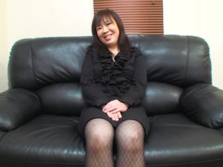 Hly japanese cougar junko takeyama is in need of a good fuck