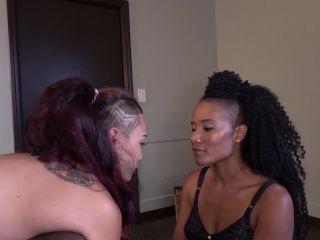 Kinky Mistresses - Jasmines is fucking her Slave Girl!!!
