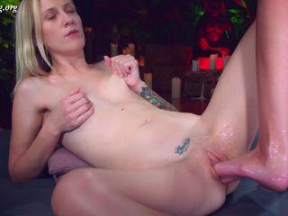 Roxy's foot in Mashayang pussy  - masha yang - fisting porn videos