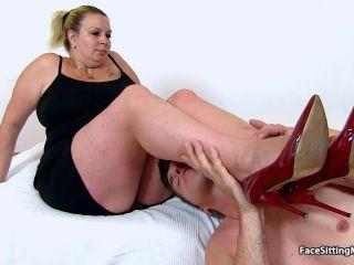 Chesty fatty European cougar Blanka vagina eating
