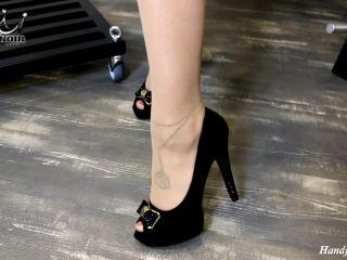 Porn online Bound Face Slap – Wehrlose Sklavenfresse poliert! – Cherie Noir – Hard And Uncut