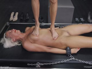 Queensnake: Holly – Trampling 4K (Release date: Mar 14, 2020) BDSM porn video and captions on lesbian bdsm training