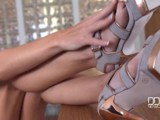 Glamour Soloist - Blonde Babe With High Heels Plays With Tits