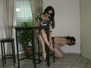 Foot Goddess Leyla – Foot bitch Humiliation – Shoe Worship
