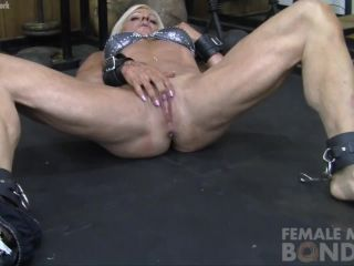 Lacey Loves Masturbating in the Gym