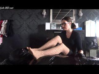 Cheesy pantyhose foot smelling handjob – Lady Victoria Valente