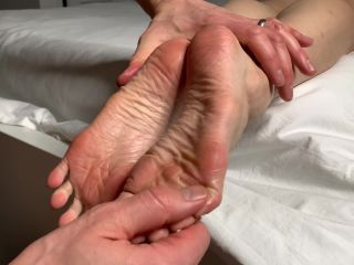 Foot Guy James Footjobs - Fan Joni Gets Her Soles