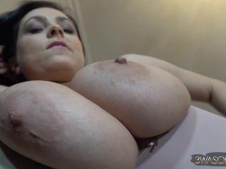 Ewa Sonnet - Under Boob Session