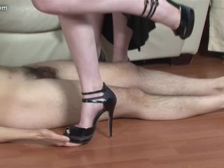 Shoe and Boot Trampling 0678