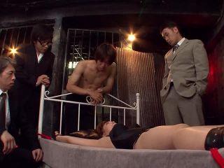 Die vollbusige Japanerin Eri Hoshikawa wird nach dem College gefickt