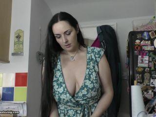 Ellie 25