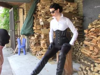Sado-Ladies – Lady Mephista – I Expect Perfection – Boot Worship