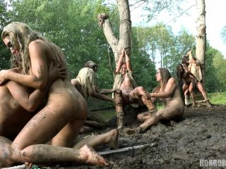 Horror Porn – The Amazons