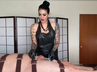 Mistress Damazonia - I m torturing my slave s balls using a heavy