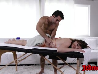 Massage loving cougar krissy lynn gets her wet sy