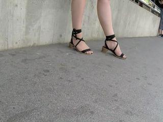Best 2018 sexy teen milf legs crossed toes amar voyeur candid feet 47