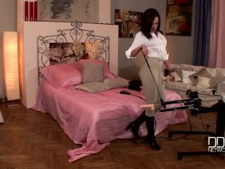 057fmd1 720 6500 Raffaella G Horny chick rides a fucking machine