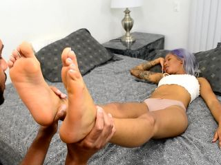 Porn online Foot licking – Reina Rain – Sleepy Foot Worship