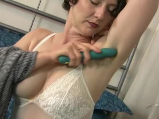 Artimesia takes a toy to her pussy