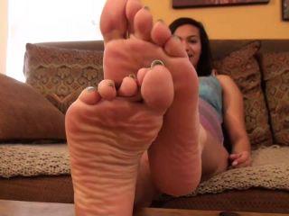 Dirty feet worship – Sweet Southern Feet – Holiday Dirty Foot Slave