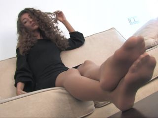 Long toes and sheer nude nylons