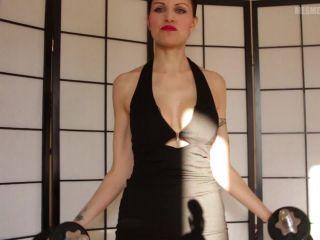 Video online Lady Mesmeratrix - Building my biceps!