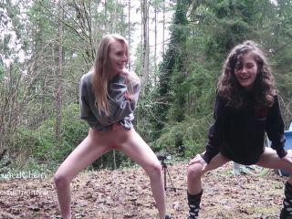Best Friends Peeing Outside [FullHD 1080P] - Screenshot 1